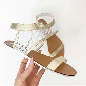 Steve Madden Size 10 Leather Holographic Sandals